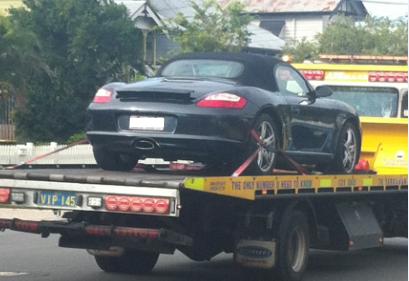 Porsche-Tow